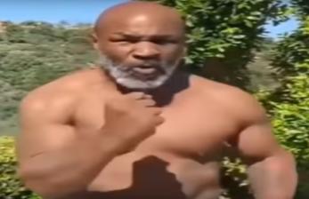 Mike Tyson Pamer Kekuatan kepada Roy Jones Jr