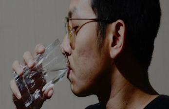 Mencegah Penuaan Dini, Cukup 2 Gelas Setiap Pagi