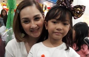 Mona Ratuliu Stimulasi Kepercayaan Diri Anak Sejak Kecil