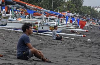 Puluhan Pedagang Pantai Ampenan Mataram Menyerah Imbas PPKM