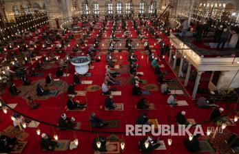 In Picture: Suasana Shalat Jumat di Masjid Fatih Istanbul
