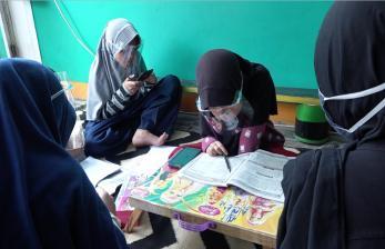 Warga Depok Sedekah Internet Untuk Siswa Belajar Online