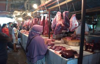 Pedagang Daging Sapi di Pasar Kranji Baru Jualan Lagi