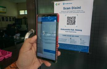 In Picture: Penerapan Aplikasi PeduliLindungi di Dinas Pemkab Batang
