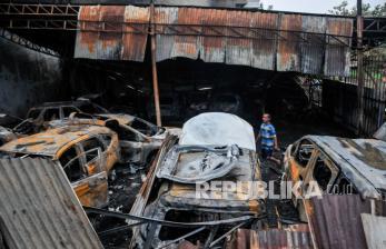 Kebakaran di Duren Sawit Akibat Korsleting Mobil Mewah