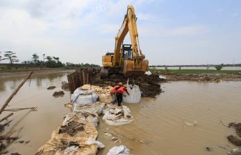 Tanggul Sungai Cipanas Jebol, Lima Desa Terendam Banjir