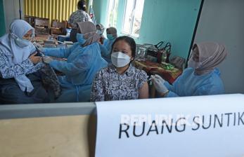 In Picture: Vaksinasi <em>Goes To School </em>di SMA Negeri 1 Serang