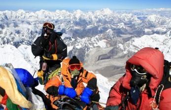 China akan Bentuk Garis Pemisah di Puncak Gunung Everest