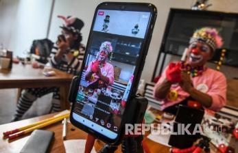 In Picture: Komunitas Badut Hibur Anak Melalui Media Sosial