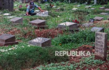 In Picture: Pemakaman Jabodetabek Ditutup untuk Ziarah