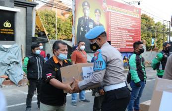 Polres Malang Raya Salurkan Sembako ke Warga Terdampak PPKM