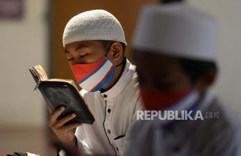 Imam Besar Istiqlal: Santri Harus Jadi Tauladan Masyarakat