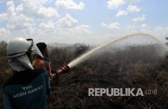 Sejak Juni, Kebakaran Lahan Gambut Aceh Barat Belum Padam