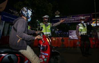 In Picture:  Pembatasan Mobilitas Warga di Tangerang