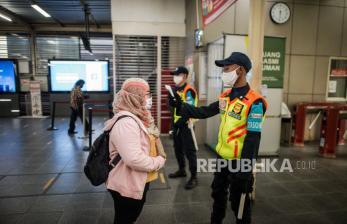 Stasiun Manggarai Kerahkan KRL Tambahan Angkut Penumpang