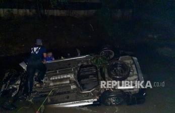 Mobil Tercebur di Kalimalang, Dua Penumpang Meninggal