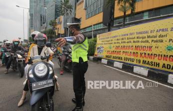 Kendaraan Keluar-Masuk Surabaya untuk Kerja Ditandai Stiker