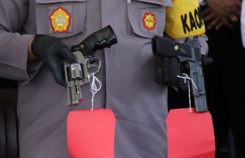 Aksi 'Koboi' Pria Tembakan Senjata di Bandung Viral