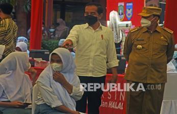 Jokowi Minta Mahasiswa Gerakkan Masyarakat Ikut Vaksinasi