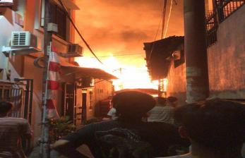 Puluhan Kios di Pasar Timbul Tomang Hangus Dilalap Api