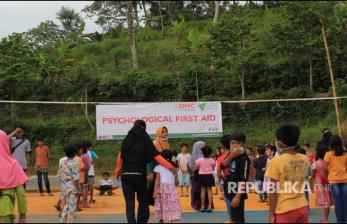In Picture: <em>Psychological First Aid</em>, Obati Trauma Anak Korban Gempa