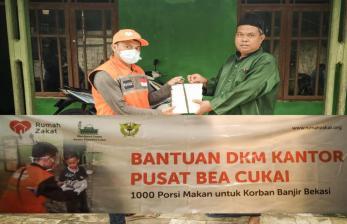 DKM Kantor Pusat Bea Cukai Bantu Korban Banjir Bekasi