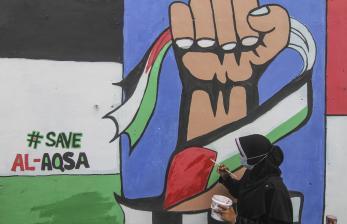 In Picture: Remaja Depok Lukis Mural Solidaritas Palestina