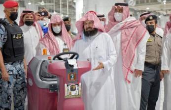 Robot Disinfeksi Masjidil Haram Mulai Beroperasi