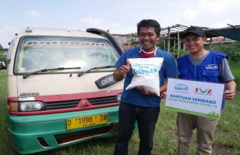 Rumah Yatim Beri Bantuan Pokok untuk Supir Angkot Antapani