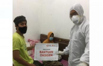 Warga Isoman di Bekasi Dapat Tabung Oksigen dari Rumah Zakat