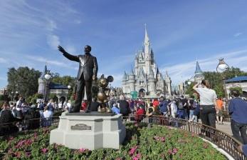 Disney World Florida Siapkan Kostum dan Masker Khusus