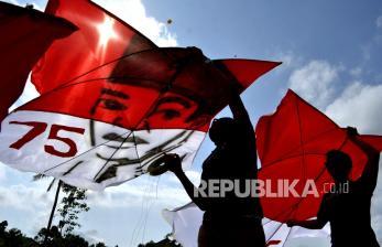 In Picture: Layang-layang Merah Putih Sambut HUT RI di Badung