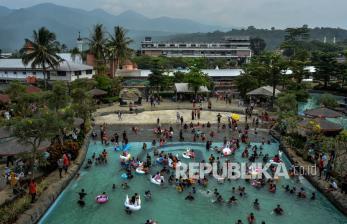 In Picture: Wisata Ampera Water Park Ramai Pengunjung