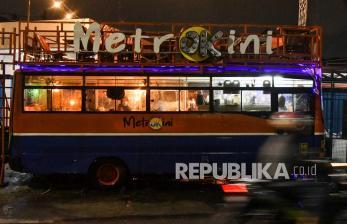 In Picture: Cafe Menggunakan Bus Bekas Angkutan Metromini