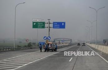 Pengayuh Becak Terobos Tol Surabaya-Gresik Diberi Sanksi