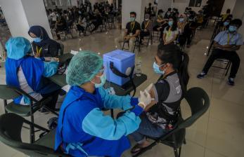 Jokowi Akui Vaksinasi Tenaga Kesehatan Alami Kendala