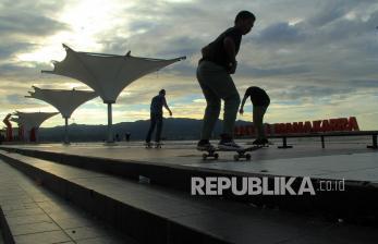 Main Skateboard di Trotoar, Wagub DKI: Tidak Boleh