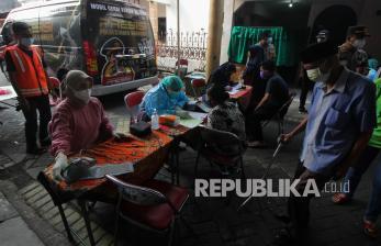 In Picture: Mobil Gerai Vaksin Keliling Sambangi Permukiman Warga