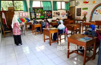 Jokowi Imbau Kepala Daerah Awasi PTM