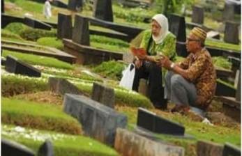 Alasan Mengapa Kita Jangan Bosan Doakan Mereka yang Wafat
