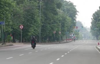 Hari Pertama PSBB, Jalan Protokol di Jakarta Lengang