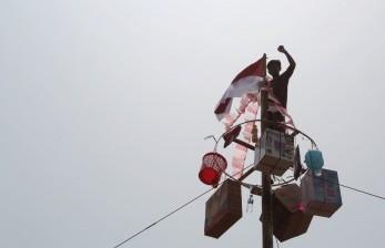 Lomba Panjat Pinang di Jakarta Bakal Ditiadakan
