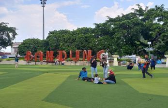 Taman Alun-Alun Bandung mulai Didatangi Pengunjung