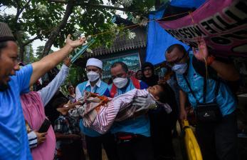 In Picture: Korban Gempa Bumi di Tapalang
