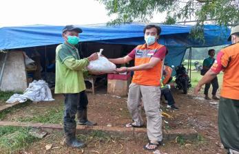 Rumah Zakat Beri bantuan Sembako dan Vitamin