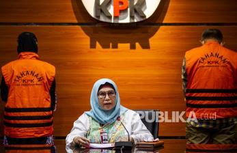 In Picture: Tersangka Kasus Pengurusan Dana Provinsi Indramayu