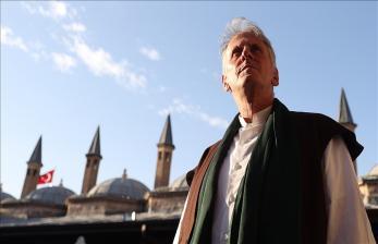 PendetaAS MualafSetelah Mengikuti Upacara Peringatan Rumi