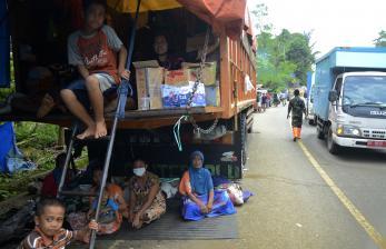 Masyarakat di Lokasi Gempa Sulbar Abai Prokes