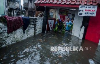 In Picture: Banjir Rendam Permukiman Warga di Kota Bandung