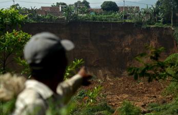 Hujan Lebat, Tebing Vila di Cisarua Longsor